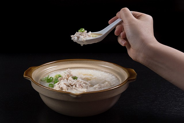 Pressure Cooker Chicken Porridge is a staple in Chinese culture. A thick & creamy porridge is perfect comfort food for cold or sick days.