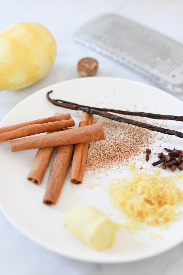 ingredients to make wassail in an electric pressure cooker