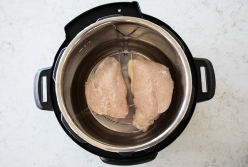 Defrosting frozen chicken in your pressure cooker / Instant Pot